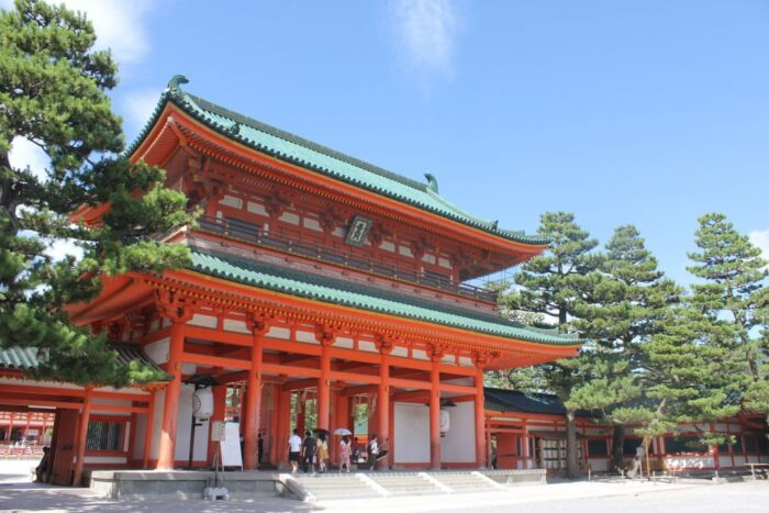Front gate of the Heian jingu Shrine in Kyoto, Japan