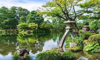 Lake and lantern in the Kenrokuen in Kanazawa, Japan
