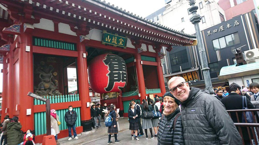 Tourist couple posing in front of Sensoji Kaminarimon, Tokyo