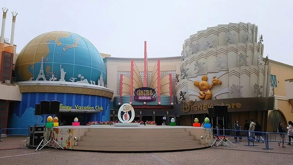 IKSPIARI shopping mall at Tokyo Disney Resort