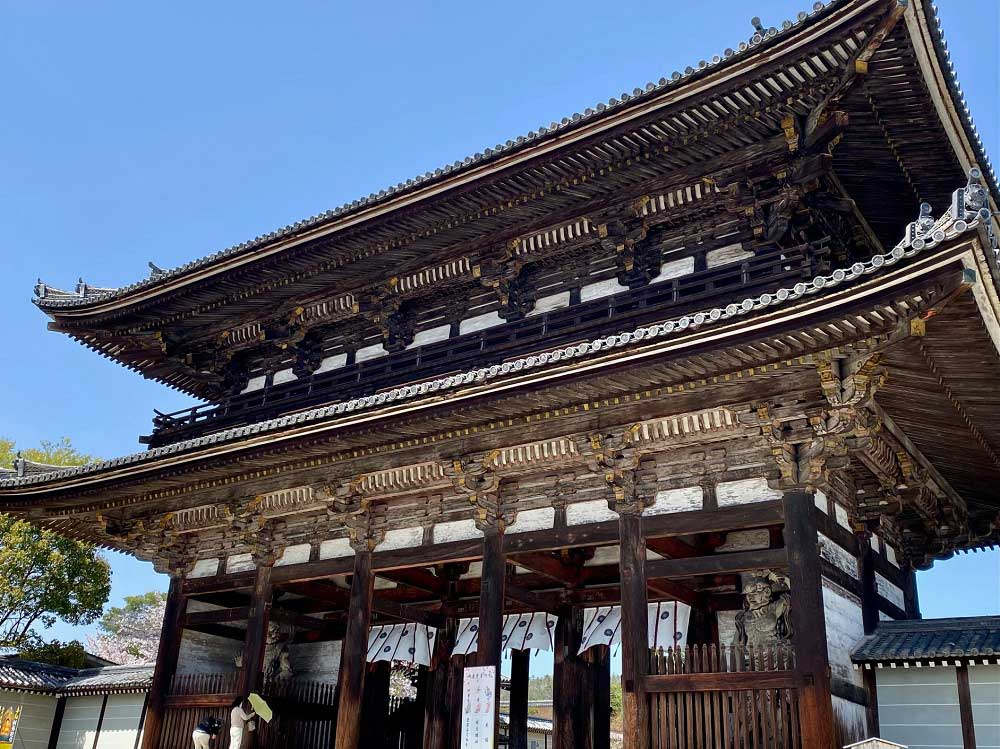 Gate of the Ninna-ji temple in Kyoto, Japan